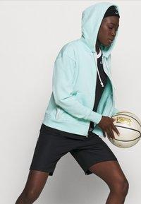 Nike Performance - STANDARD ISSUE HOODIE - Zip-up hoodie - light dew/pale ivory - 3