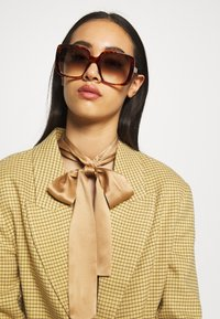 Gucci - Occhiali da sole - havana/brown - 1