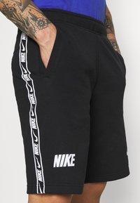 Nike Sportswear - REPEAT  - Shorts - black/white - 4