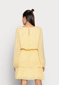 Moss Copenhagen - LINOA RIKKELIE DRESS - Day dress - banana - 2