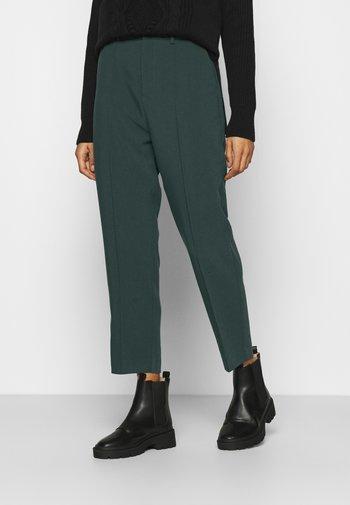 BASIC BUSSINESS PANTS WITH PINTUCKS  - Spodnie materiałowe - dark green