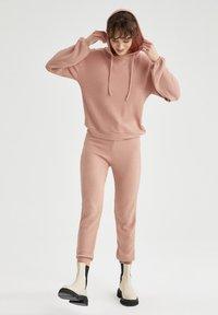 DeFacto - Pantaloni sportivi - pink - 1