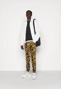 Versace Jeans Couture - FELPA - Sweatshirt - black - 1