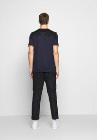 Paul Smith - GENTS  - Basic T-shirt - dark blue - 2