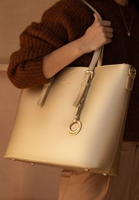 Violet Hamden - Handbag - gold - 1