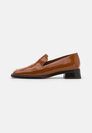 PECAN - Slip-ons - brown