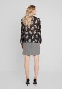 comma - KURZ - Mini skirt - houndstooth blazer - 2