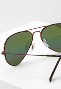 Ray-Ban - 0RB3025 AVIATOR - Solbriller - bronze-coloured/copper light grey rainbow - 2