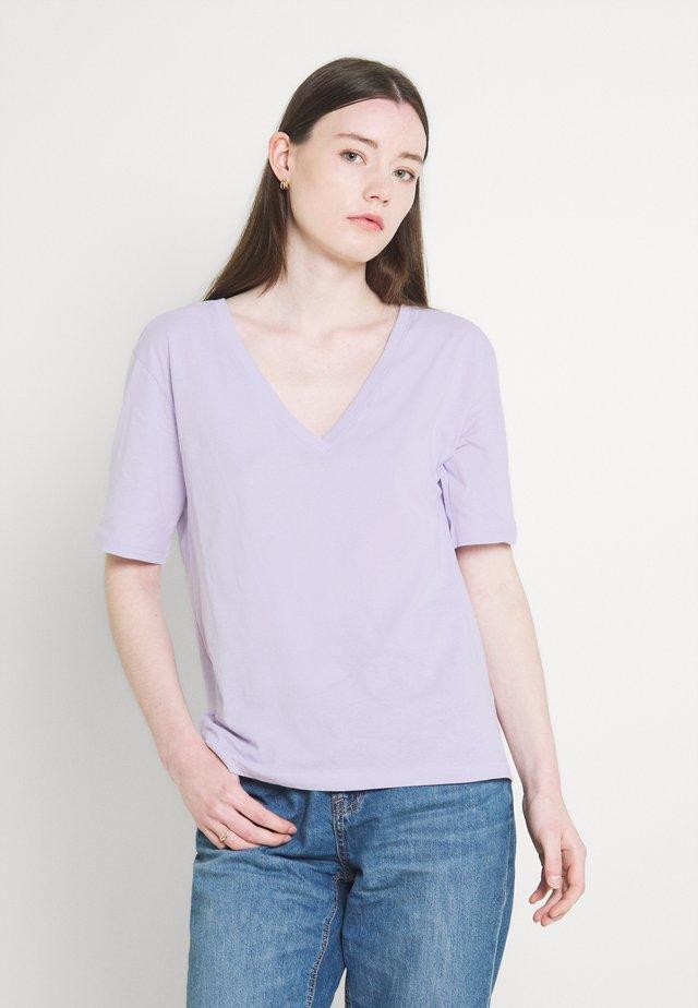 LAST V NECK - Basic T-shirt - lilac