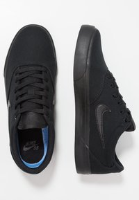 Nike SB - CHARGE SLR - Matalavartiset tennarit - black - 1