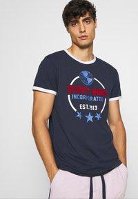 Schott - Print T-shirt - navy - 3