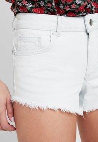TWINTIP - Jeansshort - bleached denim - 4