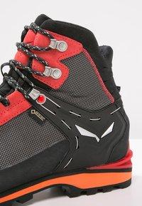Salewa - MS CROW GTX - Mountain shoes - black/papavero - 5