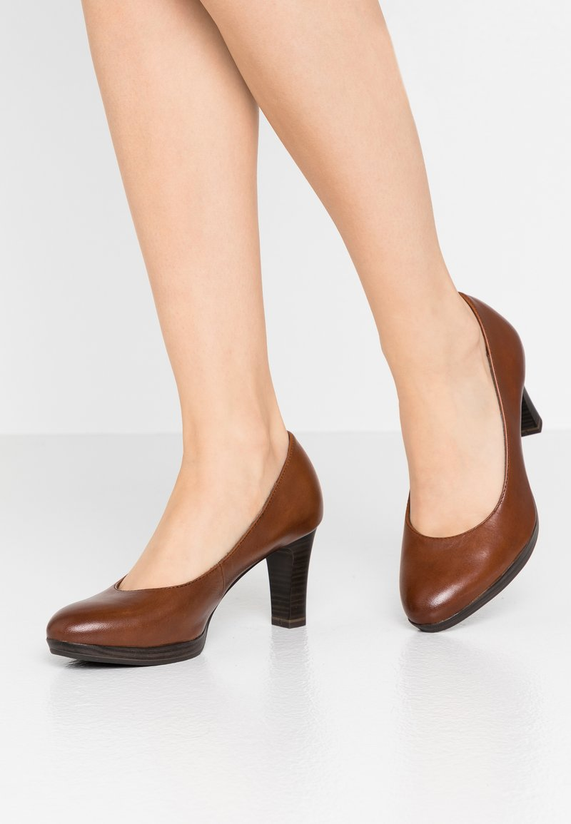 Tamaris - Platform heels - brandy
