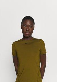 Nike Performance - ALL OVER - T-shirt basic - olive flak/black - 4