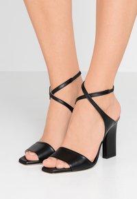 Aeyde - GABRIELLA - Korolliset sandaalit - black - 0