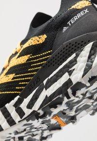 adidas Performance - TERREX TWO ULTRA PARLEY - Laufschuh Trail - solar gold/core black/footwear white - 5