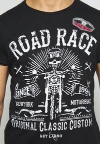 Key Largo - MOTORBIKE ROUND - T-shirt z nadrukiem - black - 5