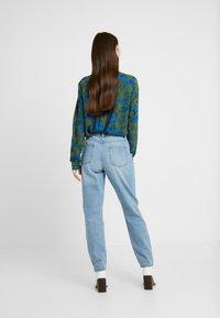 Lost Ink - VINTAGE MOM - Jeans Relaxed Fit - light denim - 2