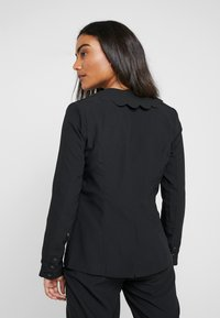 Fashion Union Petite - TORA SCALLOP TRIM - Blazer - black - 2
