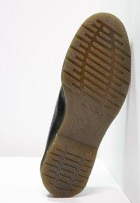Dr. Martens - 3989 - Zapatos con cordones - schwarz - 4