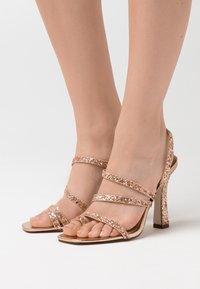 BEBO - MINTY - Sandały na obcasie - rose gold glitter - 0