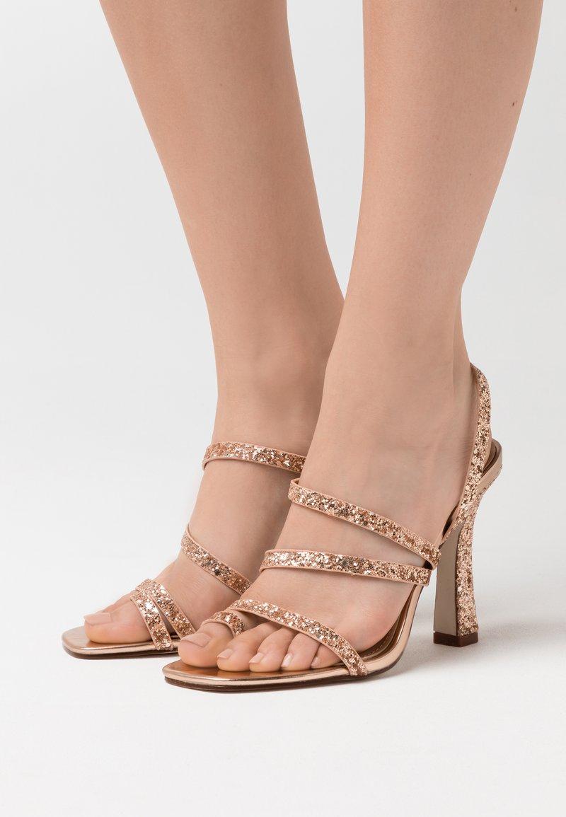 BEBO - MINTY - Sandały na obcasie - rose gold glitter