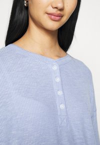 American Eagle - STITCHED HENLEY PLUSH - Long sleeved top - blue - 4