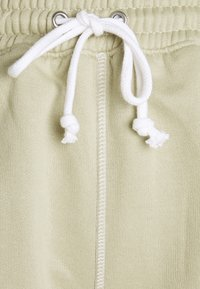 Missguided Petite - CONTRAST STITCH RUNNER - Shorts - sage - 2