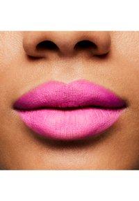 MAC - MATTE LIPSTICK - Lipstick - candy yum-yum - 2