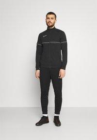 Nike Performance - ACADEMY SUIT - Survêtement - black/white - 5