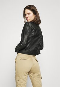 Guess - SEXY CARGO PANT - Cargo trousers - toasted taupe - 3