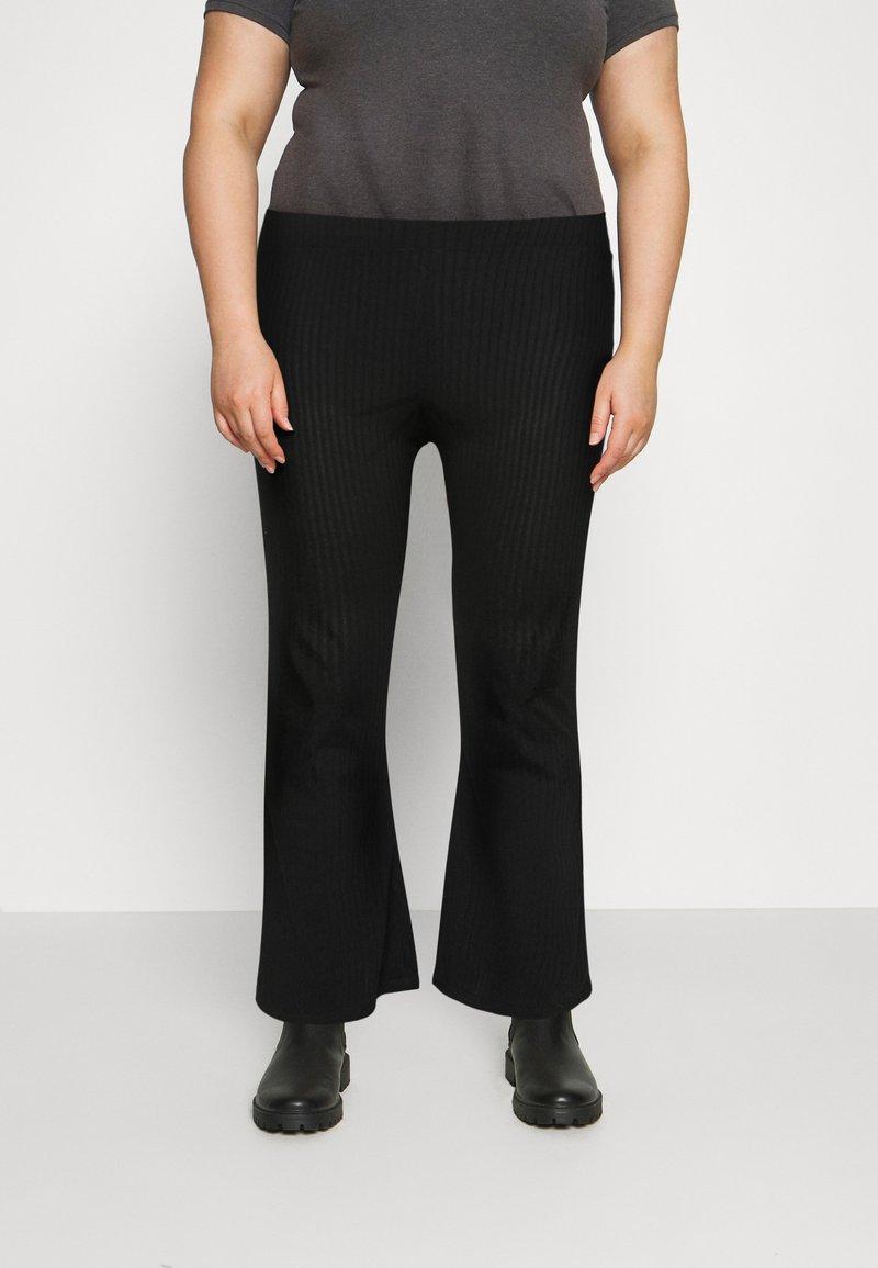 Pieces Curve - PCMOLLY  PANTS - Trousers - black