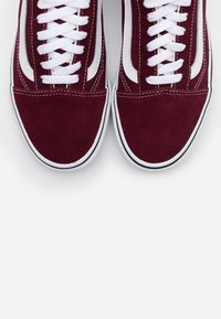 Vans - UA OLD SKOOL - Sneakers laag - port royale/true white - 4