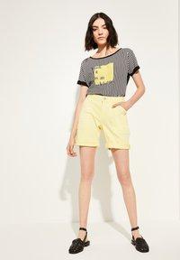 comma casual identity - Denim shorts - yellow - 1
