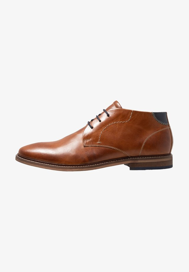 LEATHER - Veterschoenen - cognac