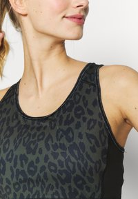 New Look - BRA - Camiseta de deporte - dark khaki - 4