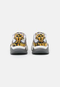 Versace - Trainers - black/gold/white - 2