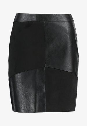SUEDE PATCH MINI - Miniskjørt - black