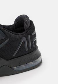 Nike Performance - AIR MAX ALPHA TRAINER 4 - Gym- & träningskor - black/anthracite - 5