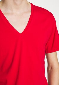 DRYKORN - QUENTIN - T-shirt - bas - red - 5