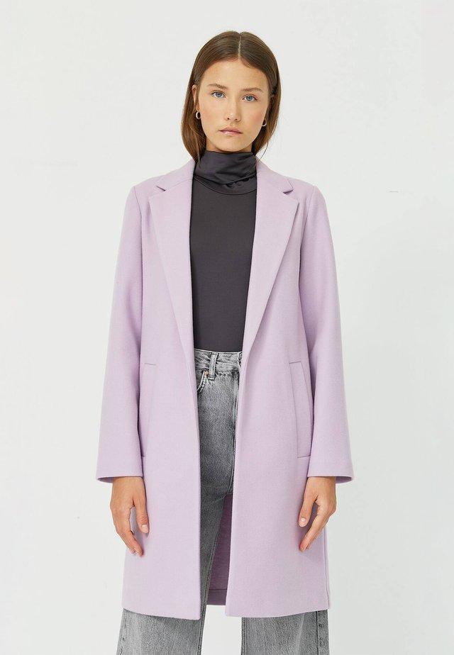 Krátký kabát - mauve
