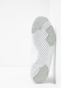 Nike Performance - RENEW IN-SEASON TR 9 - Kuntoilukengät - pure platinum/black/cool grey - 4