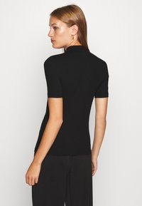 Calvin Klein Jeans - MOCK NECK - T-shirt z nadrukiem - black - 2