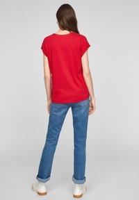 s.Oliver - KURZARM - T-shirt imprimé - red - 2