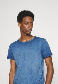 s.Oliver - KURZARM - Basic T-shirt - blue - 3