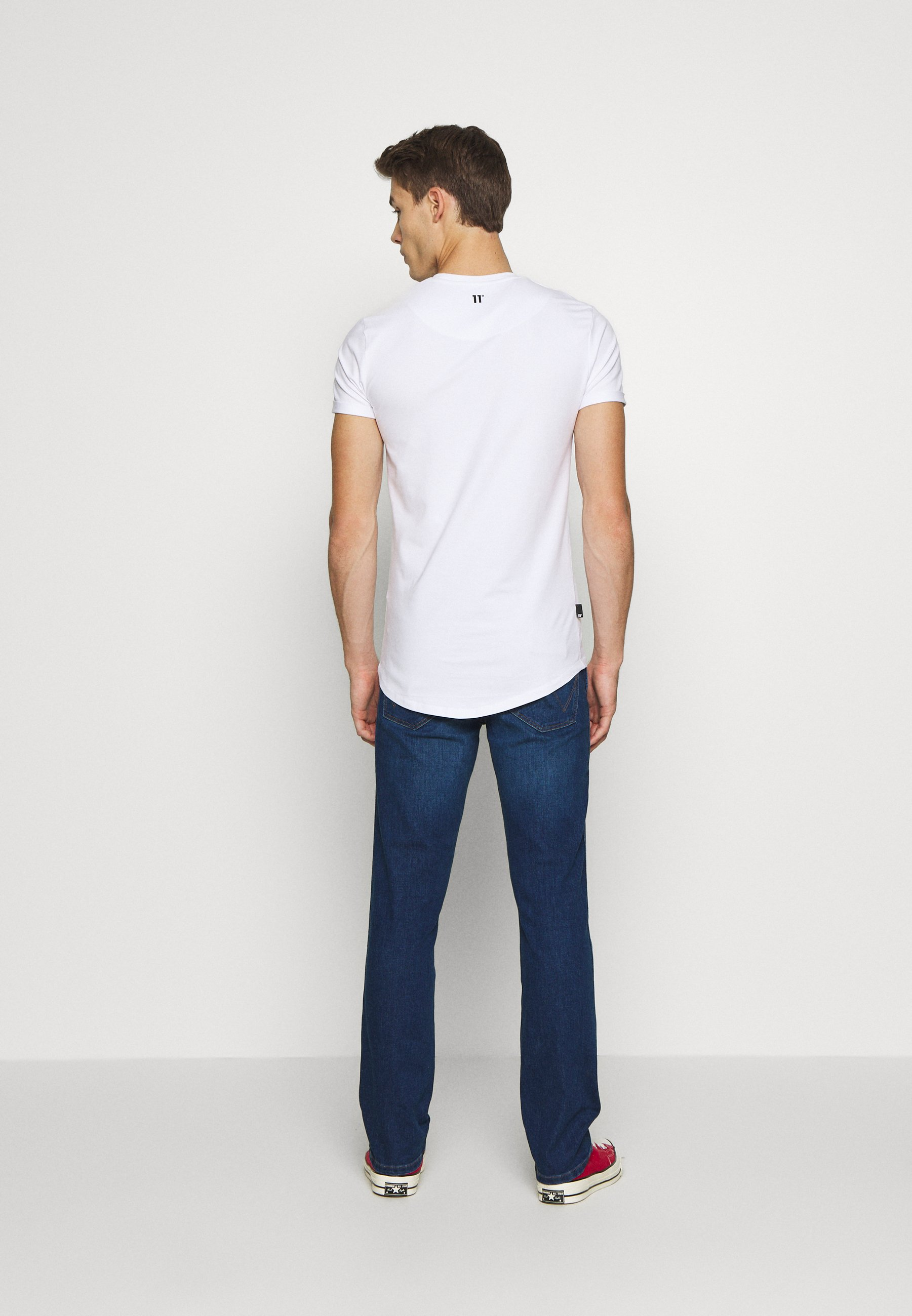 11 Degrees Core Muscle Fit - T-shirt Z Nadrukiem White