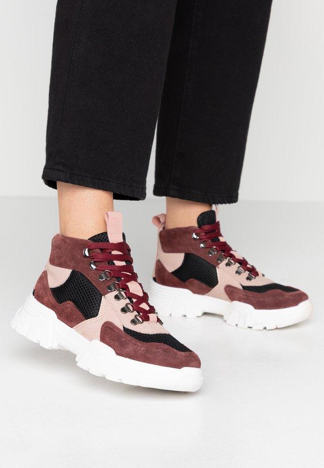 BIACANARY HIKING  - Sneakersy wysokie - burgundy