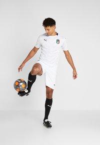Puma - ITALIEN FIGC AWAY JERSEY - Oblečení národního týmu - white/peacoat - 1