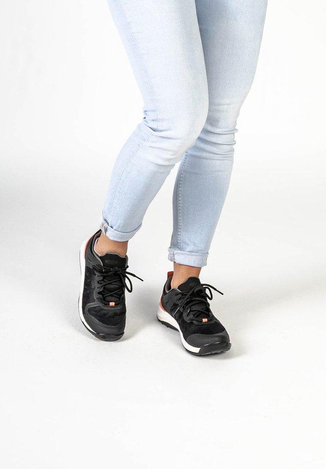 Sneakers laag - black/coral
